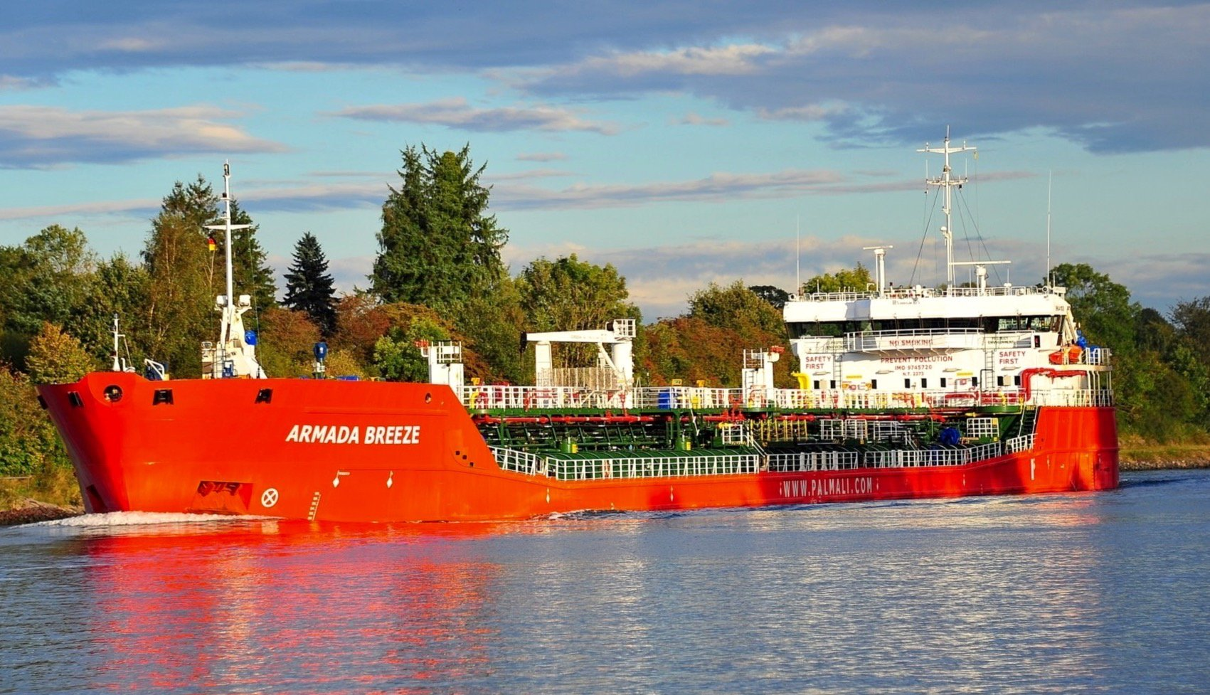 Azeri state oil company SOCAR secretly buys tankers from son of