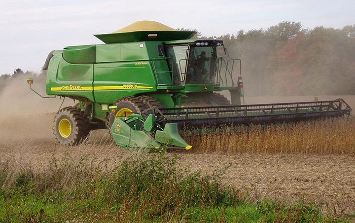 Harvesting_soybeans_Source_Wikimedia_Commons