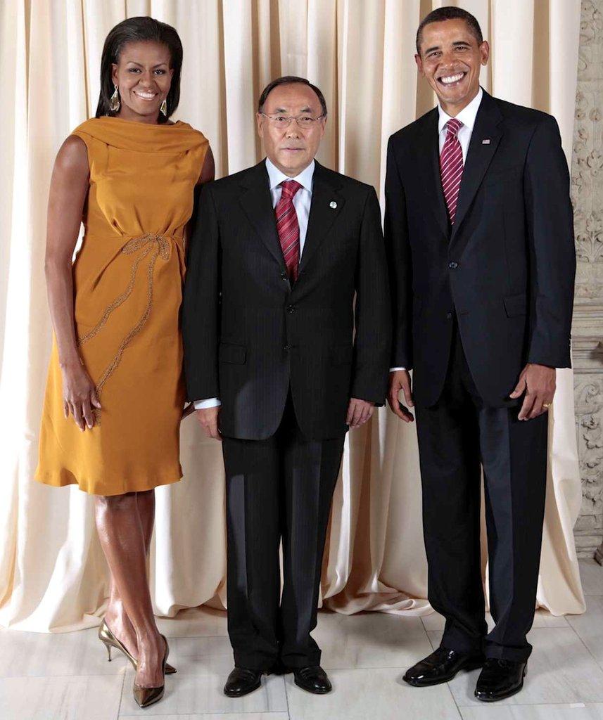 Kanat_Saudabayev_with_Obamas(1)