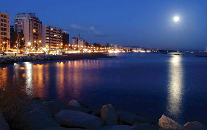 limassol-night-1570037